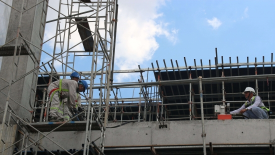Việt Thanh kéo căng cáp dự ứng lực
